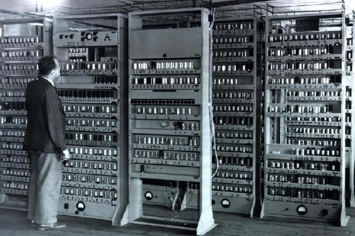 A glimpse back in time: an overview of the EDSAC